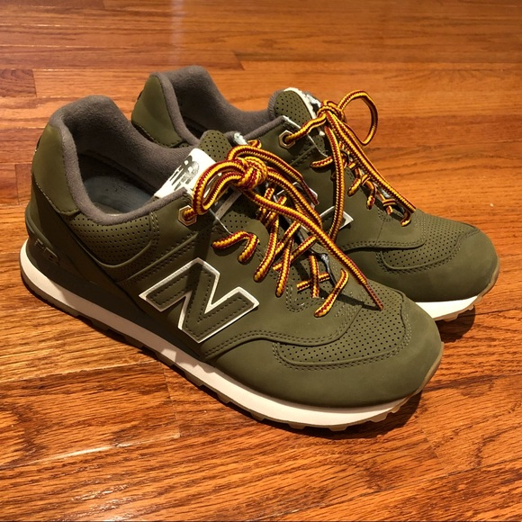 cheaper 0a6b2 7e4d6 New Balance 547. Olive. Size 7 Men. (8.5 Women)